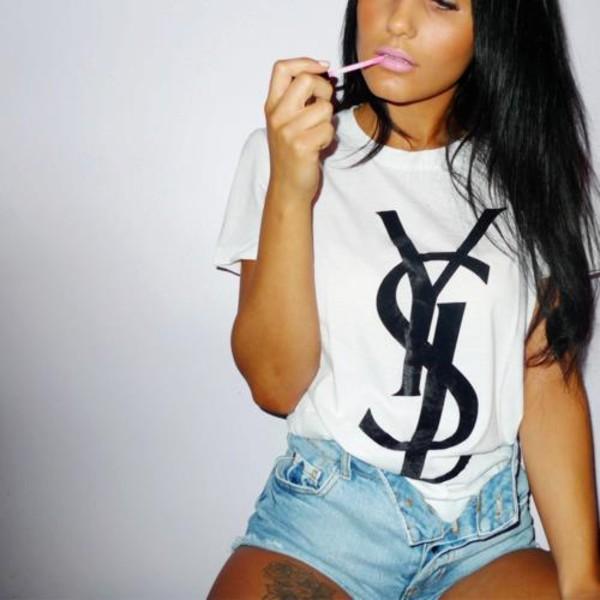 Tee shirt ysl avec logo en coton blanc yves saint for Ysl logo tee shirt
