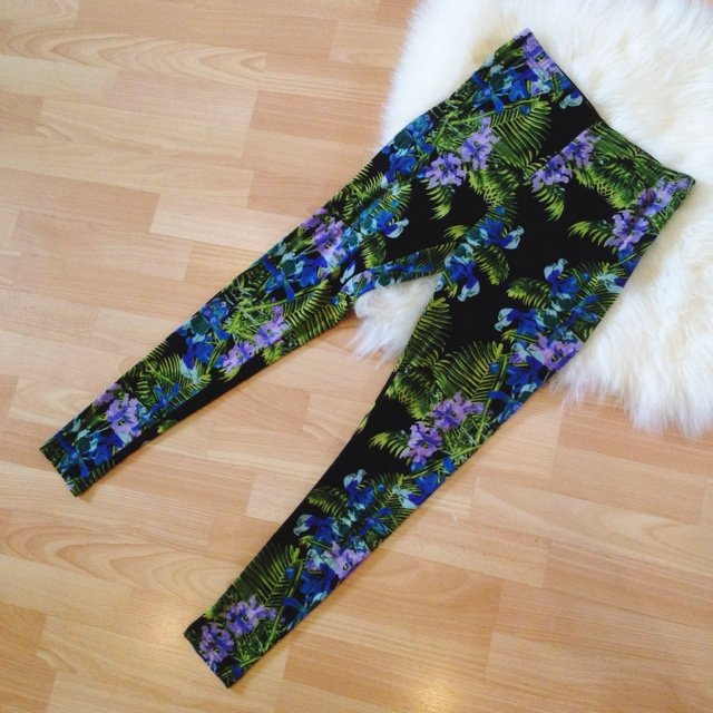 Tropical summer leggings / never worn | Diane Le | Depop