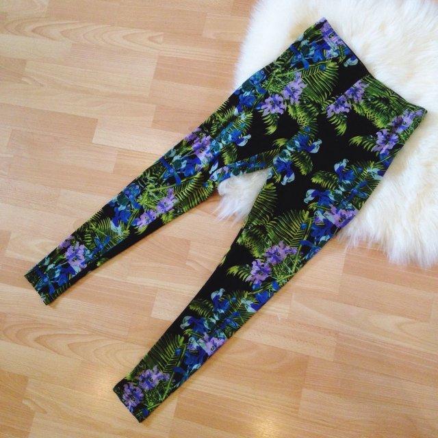 Tropical summer leggings / never worn | Diane Le | Depop