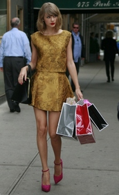 top,skirt,taylor swift,gold,high heels,shoes