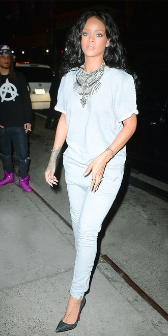 t-shirt rihanna necklace statement necklace pants jewels shoes rihanna style rihanna jewelry jewelry silver necklace statement celebrity style celebstyle for less celebrity