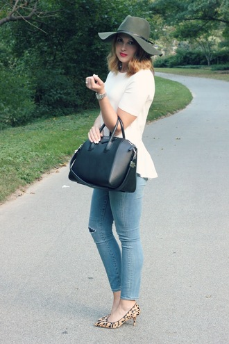 life & messy hair blogger hat bag jeans top shoes jewels