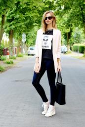 beauty fashion shopping,blogger,sunglasses,barbie,printed t-shirt,nike sneakers,tote bag,blazer,skinny jeans