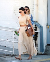 le fashion image,blogger,skirt,maxi skirt,pleated skirt,crop tops,brown bag,summer outfits,ballet flats,miranda kerr,celebrity style,celebrity