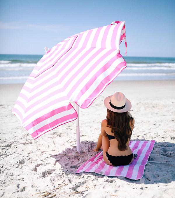 southern curls and pearls blogger swimwear hat bikini black swimwear white hat beach beach towel