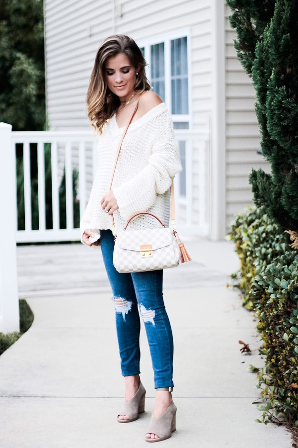 thedaintydarling blogger sweater jeans shoes jewels