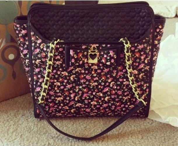 bag purse flowers gold chain heart