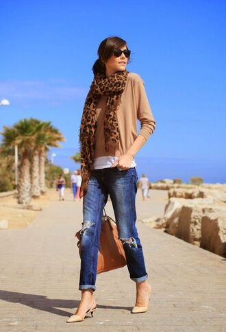 shoes brown shirt ripped jeans animal print scarf nude kitten heels blogger sunglasses