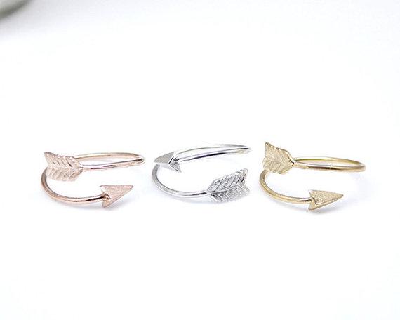 Big piercing arrow adjustable ring in gold / door zizibejewelry
