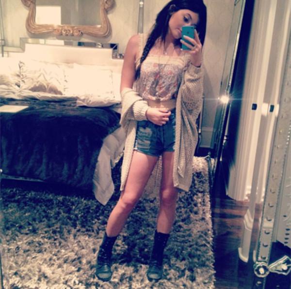 Kylie Jenner Bedroom Bedspread: Tank Top: Kylie Jenner, Lucca Couture, Celebrity, Crop