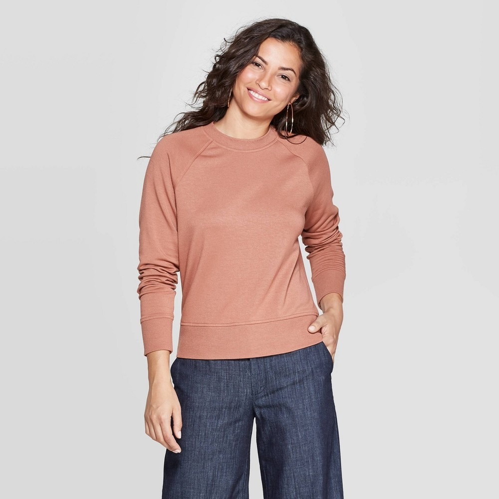Women's long sleeve crewneck raglan pullover - a new day&™ brown m