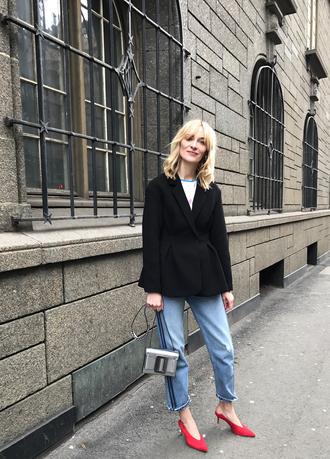 blameitonfashion blogger jeans shoes jacket bag t-shirt red heels black blazer mid heel pumps