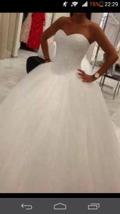 dress,white,girl,wedding,weddingsdress,glitters,beautyfull,like,cute,cute dress,amazing,white dress,wedding dress,wedding clothes,ball gown dress,tulle wedding dress