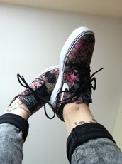 jeans,shoes,nike,flowers,sneakers,floral shoes,nike shoes,nike air,nike sneakers,nike running shoes,floral,floral print shoes,black,flowered,girls sneakers,girl,girly shoes,girly,fashion