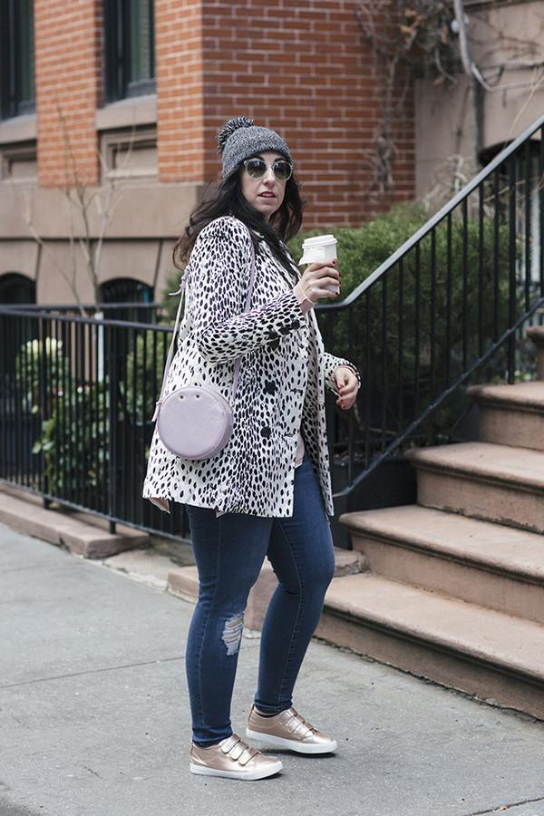 effortlessanthropologie blogger coat top tank top jeans shoes jewels bag  sunglasses hat beanie round bag shoulder. cc40e3b320c