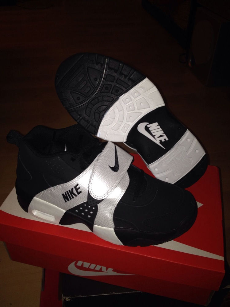 Nike Air Veer Black/White (GS) size US 4.5Y- 7Y