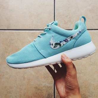 shoes roshes roshe runs nike running shoes indie hipster sneakers nike run flowers nike shoes blue nike rose floral floral tumblr love sportswear nike roshe run nike roshes floral fitness nike roche run floral mint green trainers wow cute blue shoes