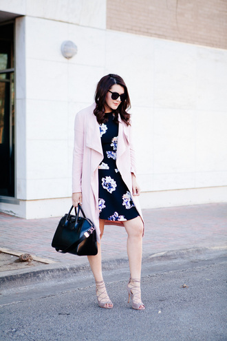 kendi everyday blogger coat dress shoes sunglasses bag