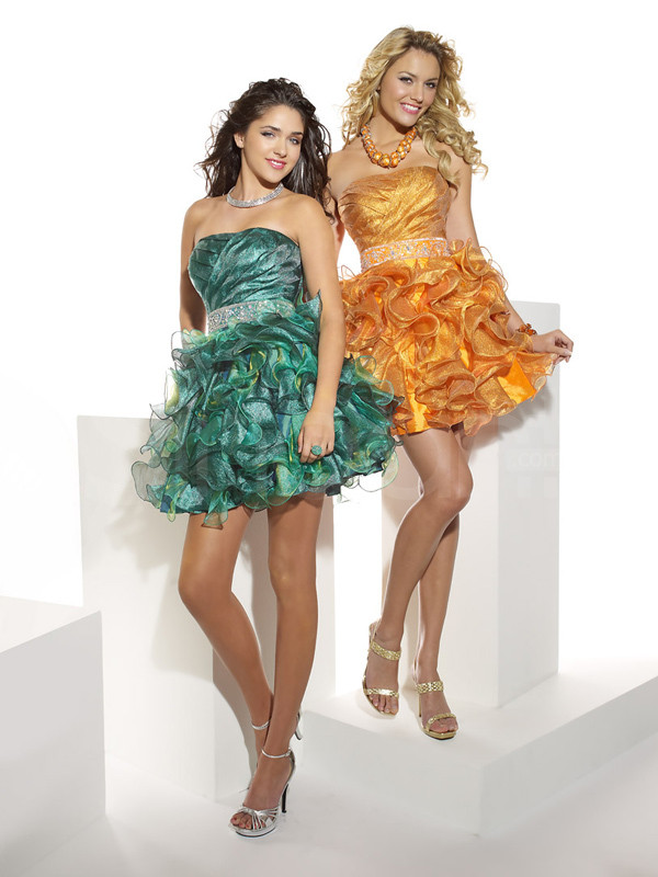 dress sleeveless and strapless prom dress for cocktail and prom mini train and embelished with beadings