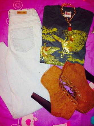 t-shirt jeans gold pattern shirt high waisted jeans lita platform lita shoes spring outfits