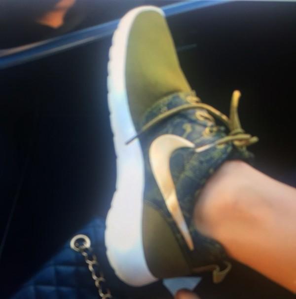 45e46a1349e0 ... Nike Womens Roshe Rosherun Print Snake Black Green Olive Running  Trainer Sz 6-11 ...