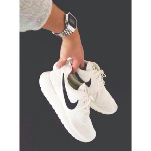 shoes white black nike sneakers white trainers dope nike roshe run nike nike roshe runs white style nike roshe run nike roshe run