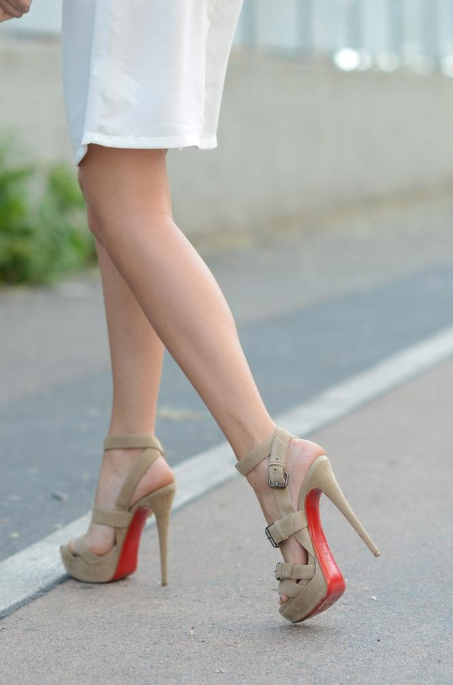 louboutin toutenkaboucle pink suede | Lollipuff