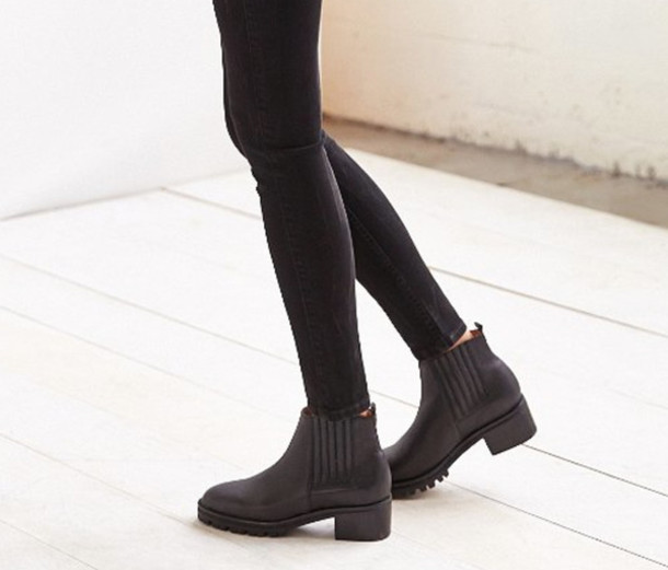 shoes boots black chunky sole boots black boots leather leather boots chunky sole chunky boots jeans