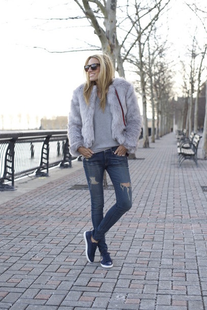mind body swag blogger faux fur jacket ripped jeans grey fur jacket denim blue jeans skinny jeans blue sneakers sneakers grey sweater
