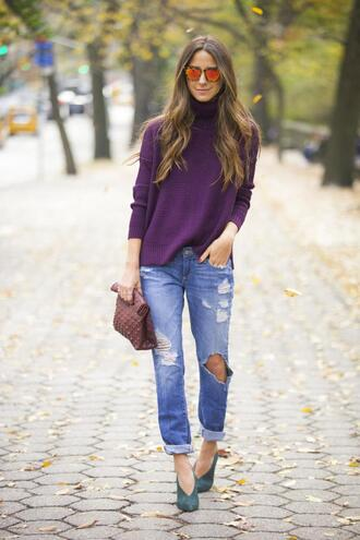 something navy blogger jeans sunglasses jewels mirrored sunglasses purple turtleneck pouch plum