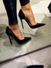black heels,pointed toe heels,heels,shoes,black,high heels,jeans,skinny jeans,louis vuitton,bag,instagram,lether,black high heels