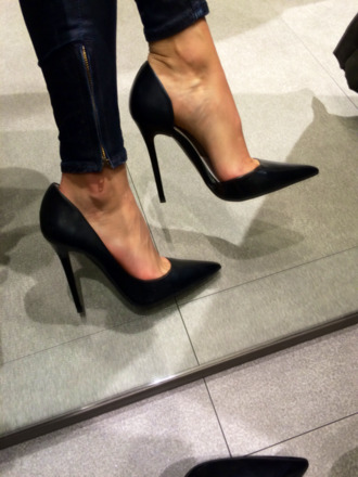 black heels pointed toe heels heels shoes black high heels jeans skinny jeans louis vuitton bag instagram lether black high heels