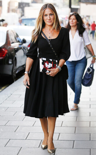 dress celebrity style celebrity black dress black midi dress midi dress three-quarter sleeves bag sarah jessica parker crossbody bag streetstyle pumps silver shoes