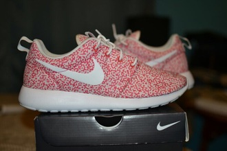 shoes new size 9 nike roshe pink and white