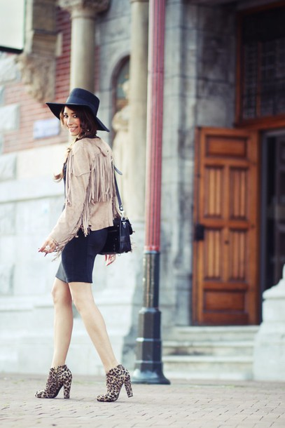 preppy fashionist blogger hat fringed jacket leopard print high heels