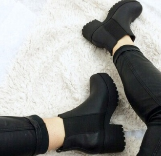 shoes boots chelsea boots heel black platforms booties wintershoes black sneakers hipster black ankle boots ankle boots platform shoes platform sneakers black shoes grunge grunge shoes hipster grunge aesthetic tumblr tumblr shoes black boots