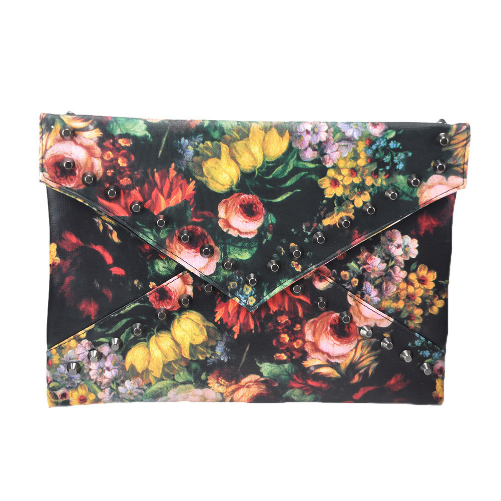 FLOWERS STUDDED CLUTCH – HolyPink