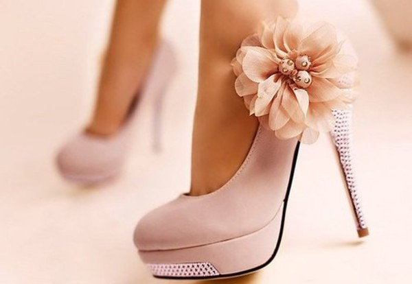 shoes flowers prom shoes high heels shoes beige wedges flower pink cream heels prom light pink sparkle shorts white high heels flower heels sweet coat beige high heels pale pink flower girly heels