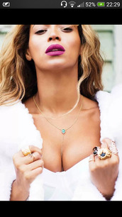 jewels,jewelry,beyonce,body chain,gold body chain,gold chain,shirt,sexy,make-up