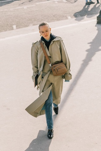 coat oversized coat oversized khaki coat bag brown bag boots blue jeans trench coat crossbody bag jeans denim