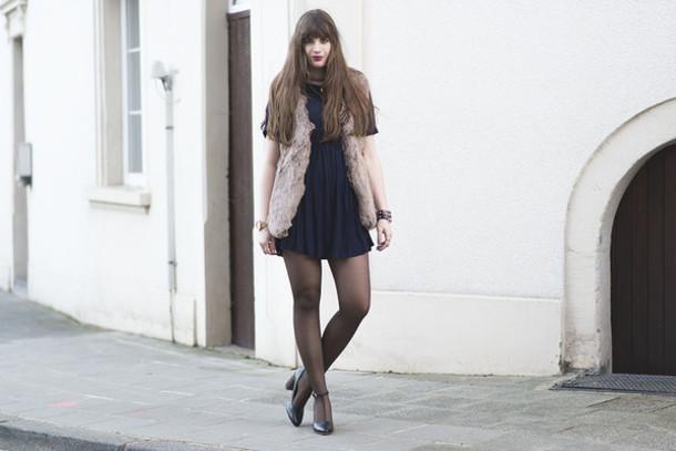 andy sparkles blogger jacket dress tights shoes jewels beige fur vest