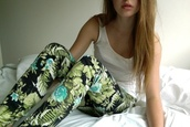 pants,pattern,flowered shorts,flowers,floral,floral pants,floral pattern,green,cute pants,green pants,leggings,tropical,jeans,black,leaves,design,light blue,floral leggings,jungle,jungle print,dope,urban,madem,pretty,cool,streetwear,amazing,plants