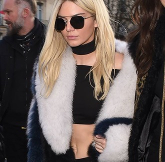 sunglasses kendall jenner fur coat bandeau black top crop tops round sunglasses choker necklace jewels necklace black choker black model model off-duty keeping up with the kardashians celebrity