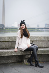 andy sparkles,blogger,scarf,leather pants,beanie