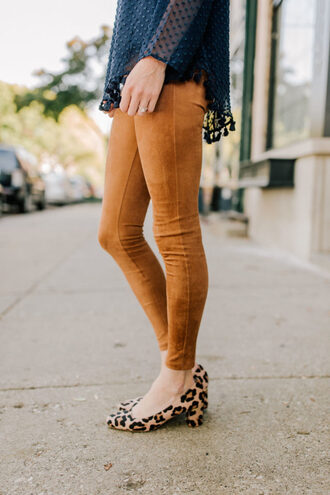 kelly in the city - a preppy chicago life style and fashion blog blogger leggings shoes top bag jewels fall outfits pumps skinny pants