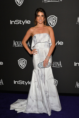 golden globes 2015 after party nikki reed clutch grey dress