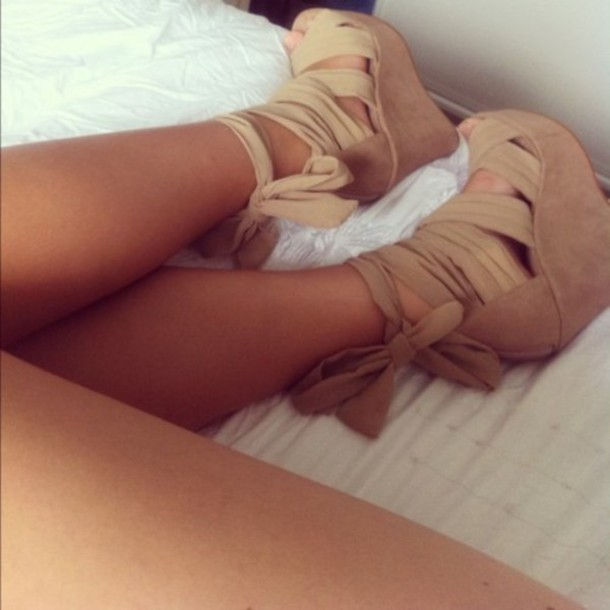 shoes босоножки бежевые танкетка wedges scarf wedge tan high heels summer outfits brown chaussures compensée chaussures été chaussures à lacets beige nude wedge wedge heels