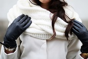 scarf,white,ivory,gloves,black gloves,tumblr,knitted scarf,infinity scarf,tumblr clothes