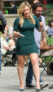 dress,hilary duff,forest green,bodycon dress