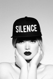 hat,silence,snapback,black,white,black and white,cool,flatbill,grunge,soft grunge,urban,tyle,fashion